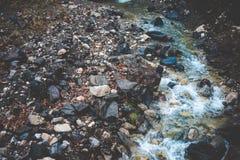 Поток в горах стоковая фотография
