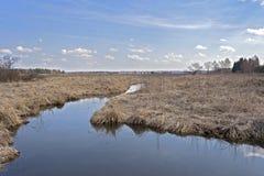 Поток в сухой плоской земле Стоковое Фото