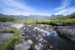Поток горы и гора Стоковая Фотография