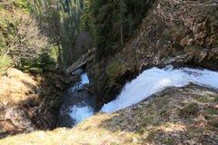 Поток горы с водопадом Стоковое фото RF