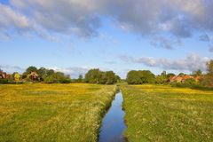 Поток и луга деревни Йоркшира Стоковая Фотография