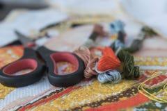 Поток крупного плана красочный для вышивки вышивки крестиком Стоковое фото RF