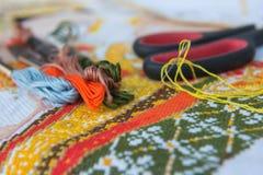 Поток крупного плана красочный для вышивки вышивки крестиком Стоковое Изображение RF
