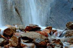 Поток утесистых гор Стоковое Фото