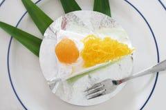 Поток яичного желтка золота cak звонка испечет и Pandan или тайского языка Стоковые Изображения