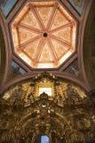 Потолок искусства приданный куполообразную форму церковью стоковые изображения