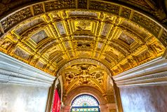 Потолок Scala d Oro Palazzo Дукале Doge& x27; дворец Венеция Италия s Стоковое Фото