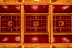 Потолок главной залы виска Wat Phra Si Rattana Mahathat в Phitsanulok, Таиланде Стоковые Фотографии RF