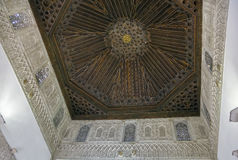 Потолок кессона в Alcazar Севильи, Испании стоковое изображение rf