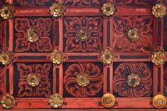 Потолок красивого тайского Teak стиля деревянный высекая в Chiangmai тайском Стоковое Фото