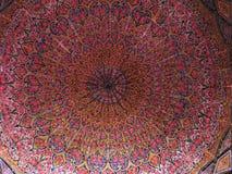 Потолок мозаики мечети Molk ol Nasir, Шираза, Ирана стоковые изображения