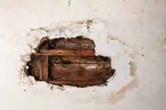 Потолок поврежденный водой стоковые фото