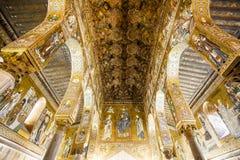 Потолок часовни капеллы Palatina внутри dei Normanni Palazzo в Палермо, Сицилии, Италии стоковые изображения