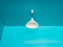 Потолочная лампа на сини Стоковые Фото