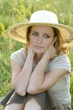 потревоженная трава девушки поля Стоковая Фотография