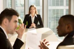 Потревоженное inte работы слабонервного безработного женского заявителя ждать Стоковое фото RF