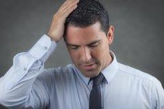 Потревоженный бизнесмен латиноамериканца Стоковая Фотография RF