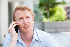 Потревоженный человек на телефоне Стоковая Фотография