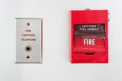потревожьте дым путя пожара детектора клиппирования изолированный изображением Стоковая Фотография RF