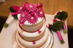 Потрёпанный свадебный пирог Стоковые Изображения RF