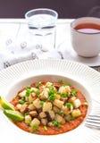 Потушенная капуста кольраби с sause известки и томата Стоковые Изображения RF