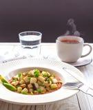 Потушенная капуста кольраби с sause известки и томата Стоковое Изображение RF
