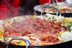 Потушенная сосиска с овощами, еда улицы Стоковое фото RF