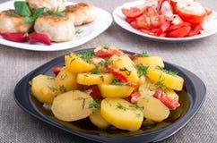Потушенные картошки с крупным планом болгарского перца Стоковые Изображения RF