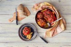 Потушенные перцы с рисом и семенить мясом стоковые фото