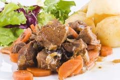 потушенный стейк салата картошек говядины Стоковые Изображения