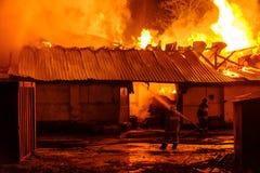 потушите пожарные пожара стоковые изображения
