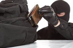 Похититель крадя бумажник стоковые изображения