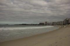 Похмелье на пляже Copacabana в Рио-де-Жанейро Стоковые Фотографии RF