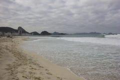 Похмелье на пляже Copacabana в Рио-де-Жанейро Стоковое Изображение