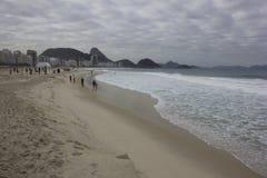 Похмелье на пляже Copacabana в Рио-де-Жанейро Стоковые Изображения RF