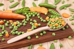 похожие моркови шара закрывают вещи горохов метафоры еды здоровые совместно Стоковое Изображение