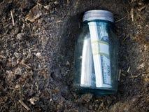 похороненные деньги Стоковая Фотография RF