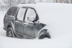 похороненный снежок автомобиля Стоковое фото RF