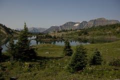 Поход солнечности в национальном парке Banff Стоковая Фотография RF