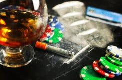 Поцарапайте лекарство стекла спирта кокаина наркомании концепции фото Стоковые Изображения