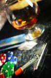 Поцарапайте лекарство стекла спирта кокаина наркомании концепции фото Стоковое фото RF