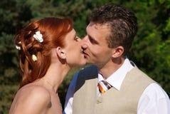 поцелуй weding Стоковые Фотографии RF