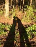 Поцелуи тени банка рыбной ловли романтичные Стоковая Фотография