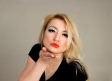 Поцелуй блондинк стоковое фото