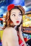 Поцелуй девушки pin-вверх Стоковая Фотография