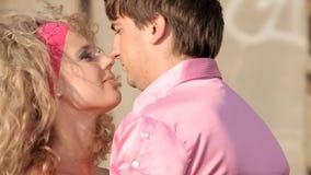 Поцелуй пожененный после разъединения видеоматериал