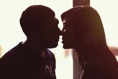 Поцелуй человека и женщины Стоковые Фото