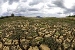 Почва засухи в бразильской запруде cantareira - запруде Jaguari стоковая фотография rf