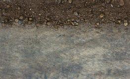 Почва на деревянной предпосылке стоковые фотографии rf