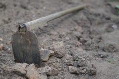 Почва с сапкой на строительной площадке Стоковое Фото